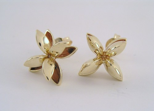 Four-pod gold stud earrings